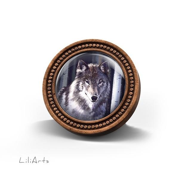 Broszka drewniana LiliArts - Szary wilk