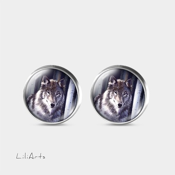 Grey wolf - stud earrings