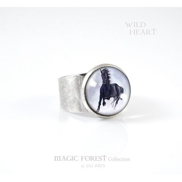 Liliarts ring - Black horse